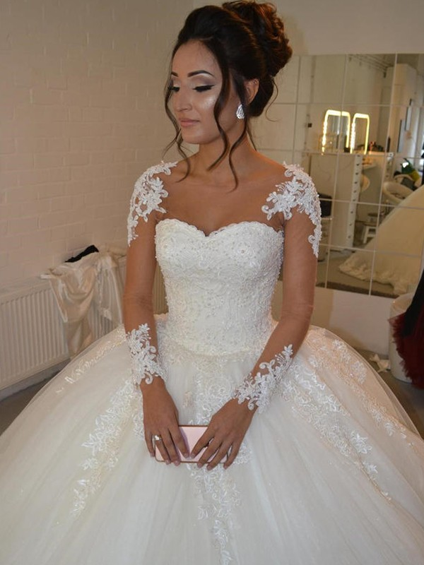 Shining Ball Gown Scoop Cut Tulle Long Wedding Dresses With Applique
