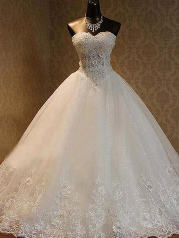 Stylish Ball Gown Sweetheart Cut Tulle Long Wedding Dresses With Beading