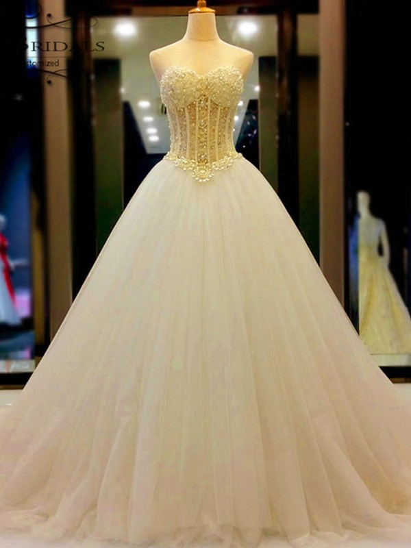 Graceful Ball Gown Sweetheart Cut Tulle Long Wedding Dresses With Beading