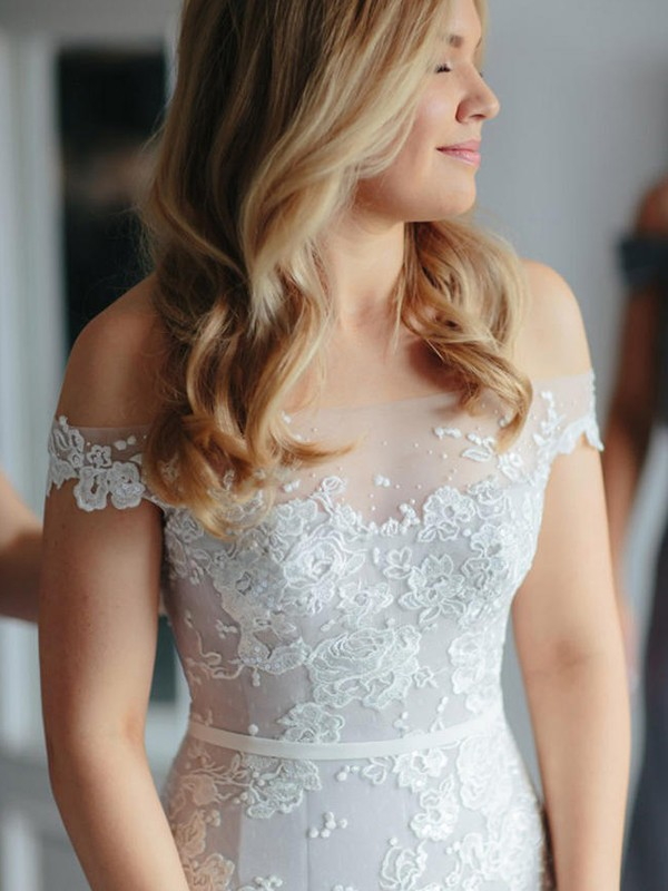 Stunning Mermaid Off-the-Shoulder Cut Tulle Long Wedding Dresses With Applique