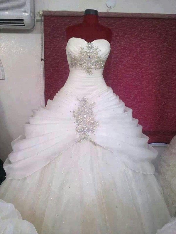 Shining Ball Gown Sweetheart Cut Tulle Long Wedding Dresses With Ruffles
