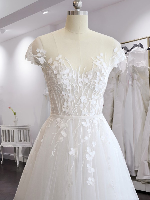 Lovely A-Line V-neck Cut Long Short Sleeves With Applique Tulle Wedding Dresses