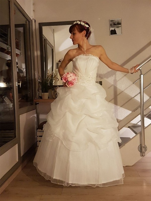 Delicate Ball Gown Strapless With Ruffles Long Tulle Wedding Dresses