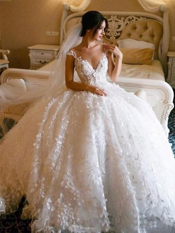 Sweet Ball Gown V-neck Cut Tulle Long Wedding Dresses with Applique