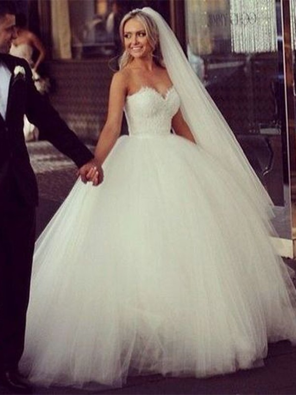 Pretty Ball Gown Sweetheart Cut Tulle Long Wedding Dresses with Applique