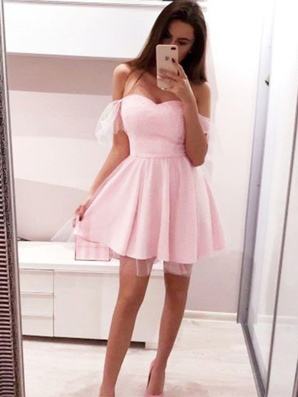 Pretty A-Line Off-the-Shoulder Cut Tulle Short Dresses with Ruffles