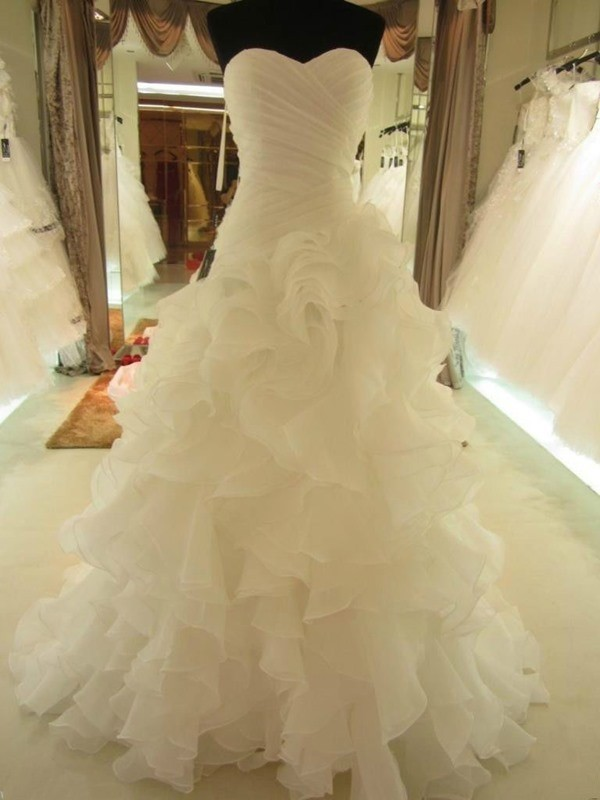 Soft Ball Gown Sweetheart Cut Organza Long Wedding Dresses With Ruffles