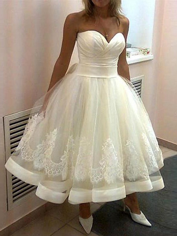 Smart Ball Gown Sweetheart Cut Tulle Short Wedding Dresses With Applique