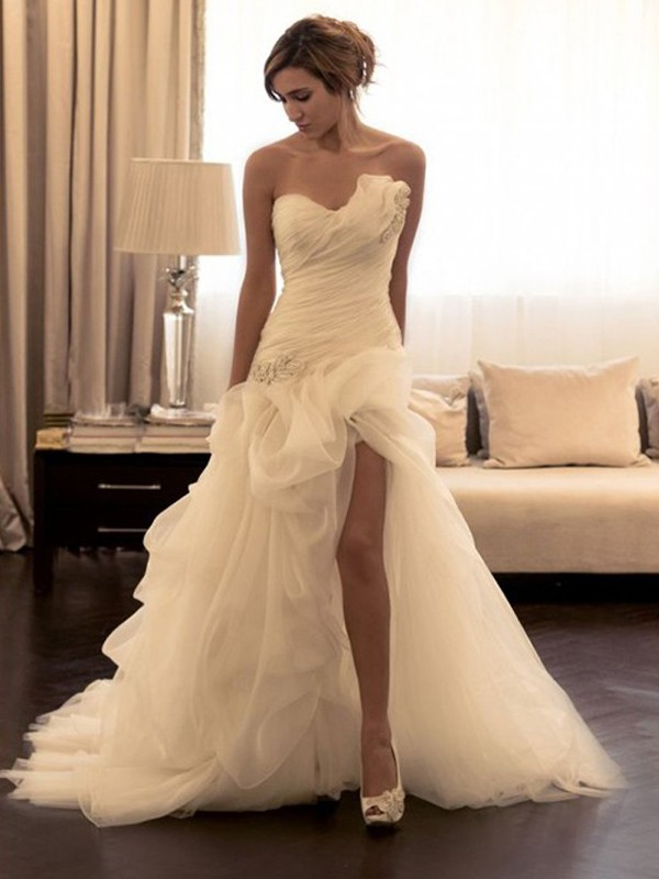Trendy Ball Gown Sweetheart Cut Organza Long Wedding Dresses With Beading