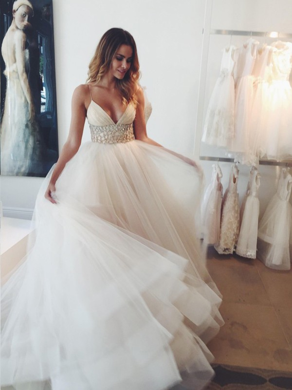 Charming Ball Gown Spaghetti Straps Cut Tulle Long Wedding Dresses With Crystal