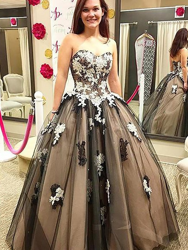 Attractive Ball Gown Sweetheart Cut Tulle Long Dresses With Applique