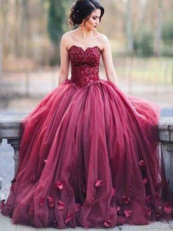 Chic Ball Gown Sweetheart Cut Tulle Long Dresses With Applique