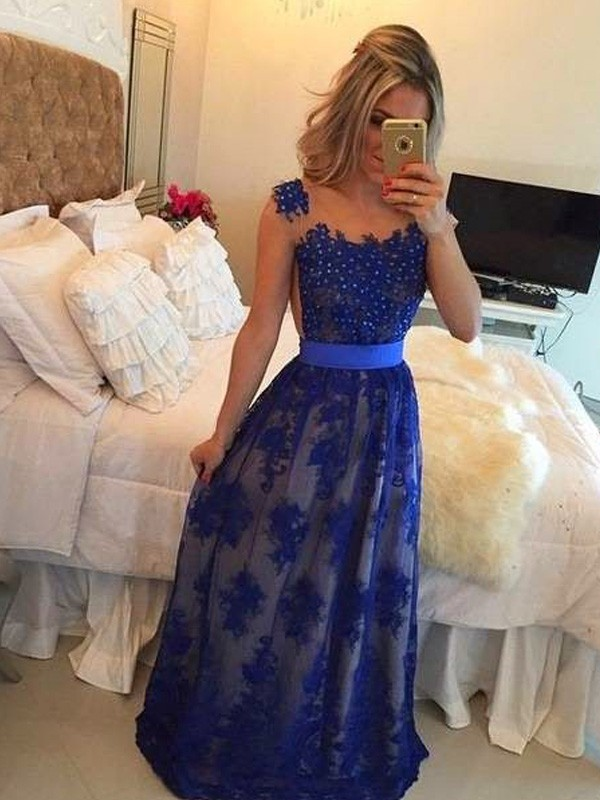 Romantic Sheath Scoop Cut Tulle Long Dresses With Applique