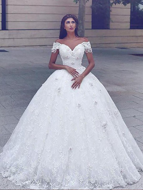Stylish Mermaid Straps Cut Lace Long Wedding Dresses With Ruffles
