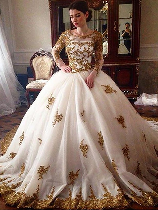Fashional Ball Gown Scoop Cut Tulle Long Wedding Dresses With Ruffles