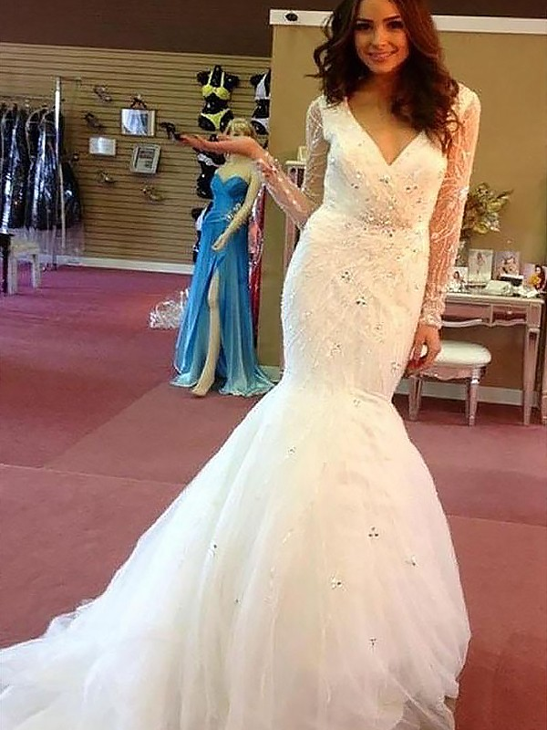 Romantic Mermaid V-neck Cut Tulle Long Wedding Dresses With Beading