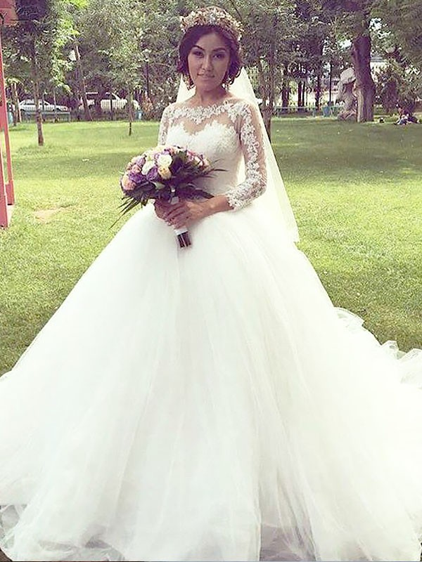 Exquisite Ball Gown Bateau Cut Tulle Long Wedding Dresses With Ruffles