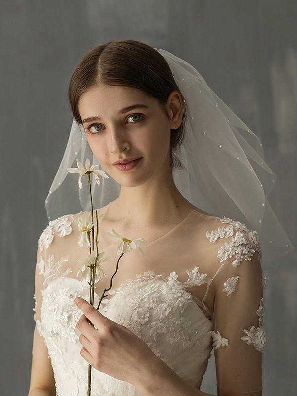Attractive Tulle One-Tier Shoulder Veils With Imitation Pearl